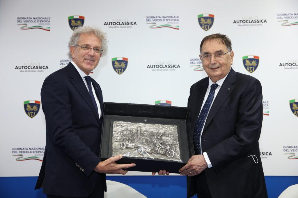 Alberto Scuro (presidente ASI) e Giampaolo Dallara alla consegna del Premio ASI per il motorismo storico